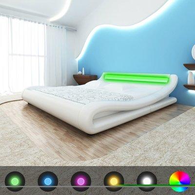 Bed met matras LED kunstleer wit 140x200 cm