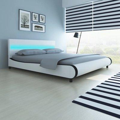 Bed met traagschuim matras LED kunstleer wit 180x200 cm